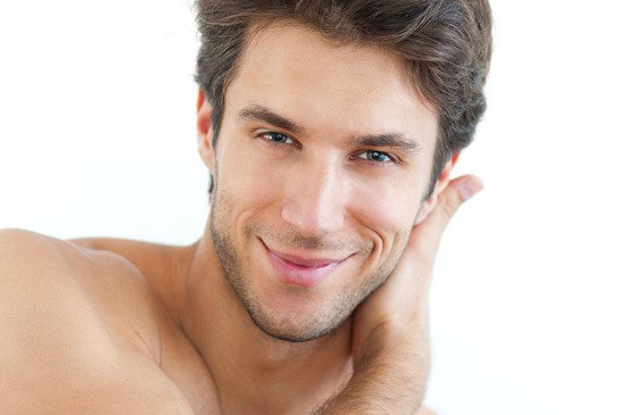 Gęste i mocne włosy to męska rzecz - poznaj zalety energetyzującego szamponu Fiberboost