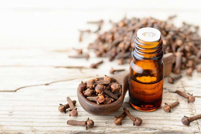 Wszechstronne właściwości olejku goździkowego
