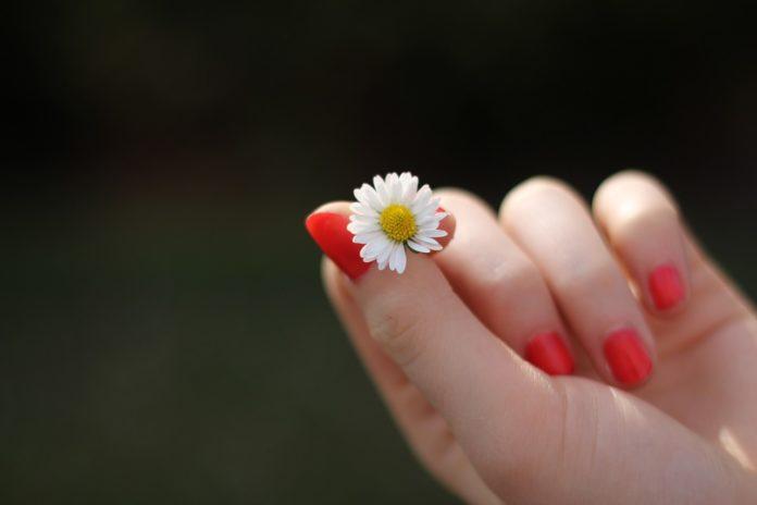 Jak skompletować swój domowy zestaw do manicure?