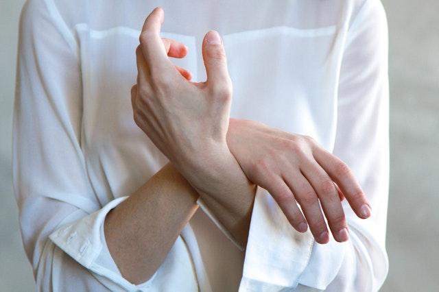 mrowienie rąk