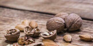 Orzechy włoskie i migdały - ważne źródło biotyny